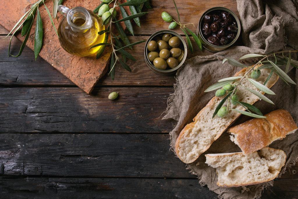 Olio di oliva italiano, bruschetta, il vecchio mulino