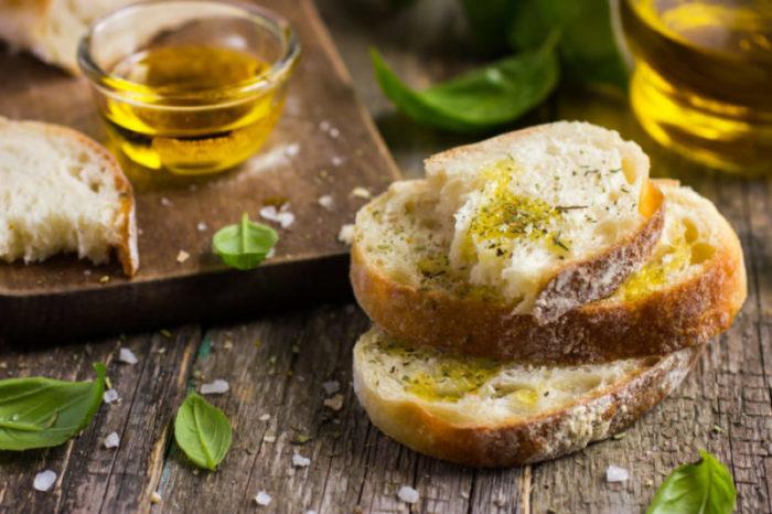 Bruschetta olio di oliva, olio di oliva extravergine, olio umbro